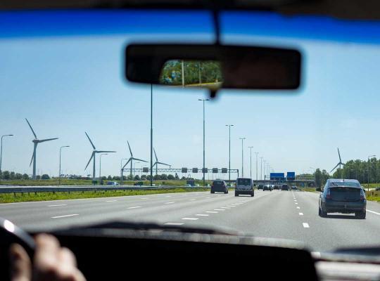 auto / wagen op de weg / baan